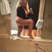 Chubby busty MILF on nude selfie