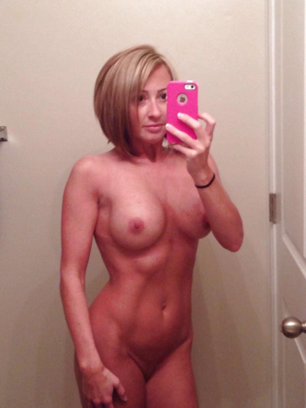 Athletic MILF lady mirror selfie. Top nudity solo spectacle along busty blonde beauty amateur MILF babe