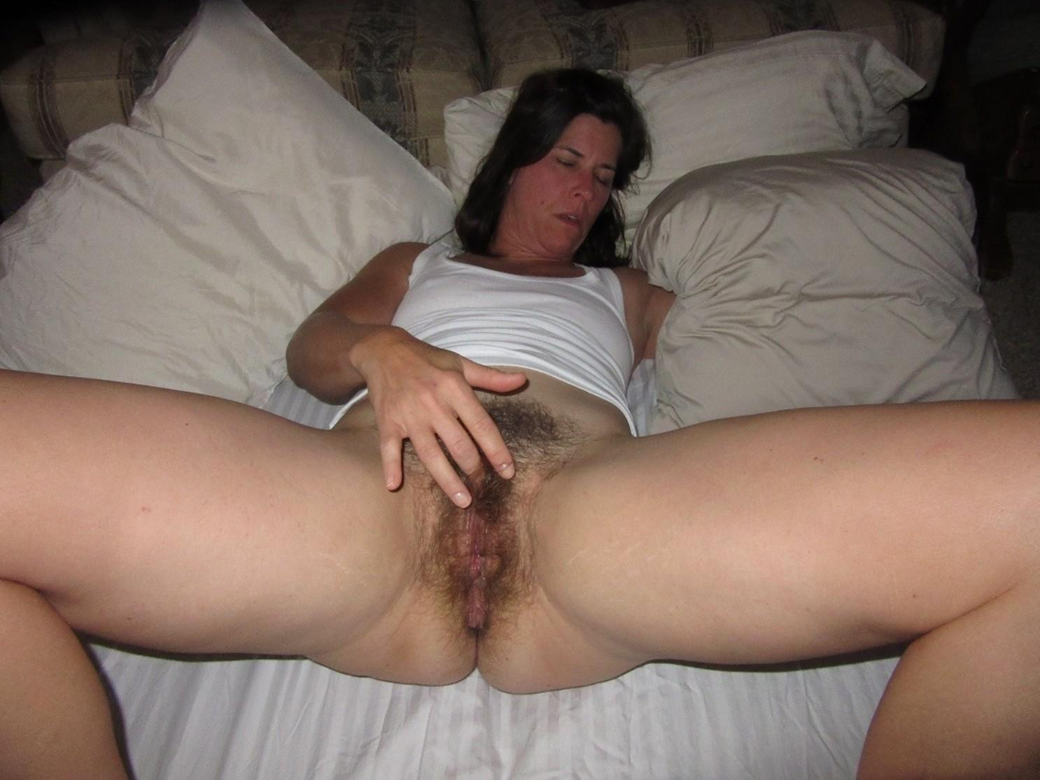 All natural and hairy pussy MILF babe posing and spreading legs