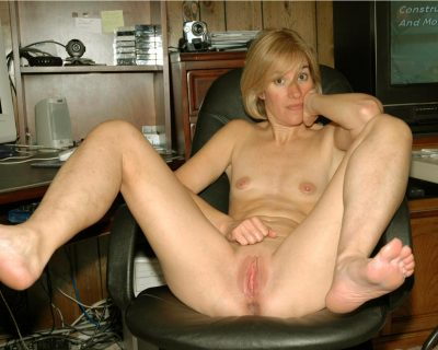 Skanky American Milf bares her breasts and spreads her vagina wide open. Blonde nude wife flashes a spreads her pussy lips