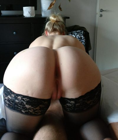 Amateur blonde bombshell getting nude and exposing her gorgeous ass. Horny amateur milf shows great buttocks on nude picture