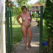 Chubby wife was completely naked in the back yard