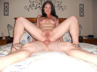 Amateur Mature babe moans with pleasure while taking a big cock up her tight asshole. Very sexy MILF babe spreads pussy while getting anal fucke