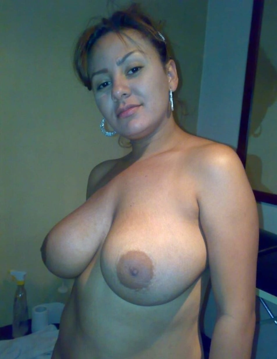 Astonishing big-tit milf amateur babe with perfect body on nude picture. Hot young MILF with extremely big tits shows perfect nude body