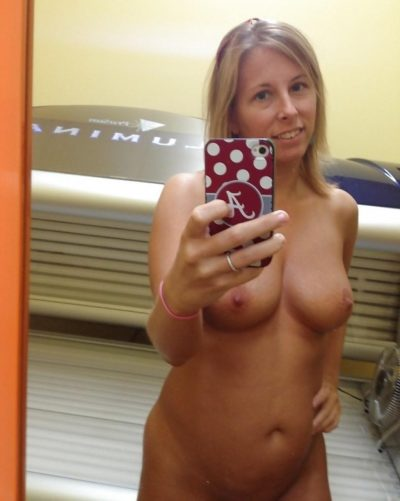 Solo blonde MILF doing nude selfshot before hopping in tanning bed. Blond amateur mature girl teases in lingerie before climbing into tanning booth