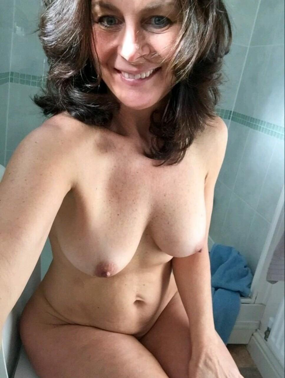 nude mature amateur selfies