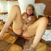 Horny mature mom fingering hard her pussy
