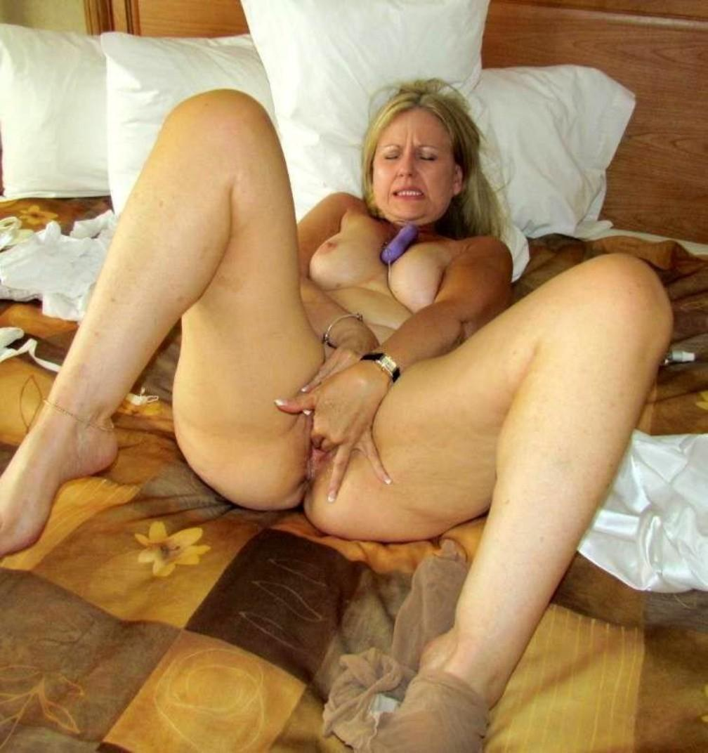 amateur mature wife fingers