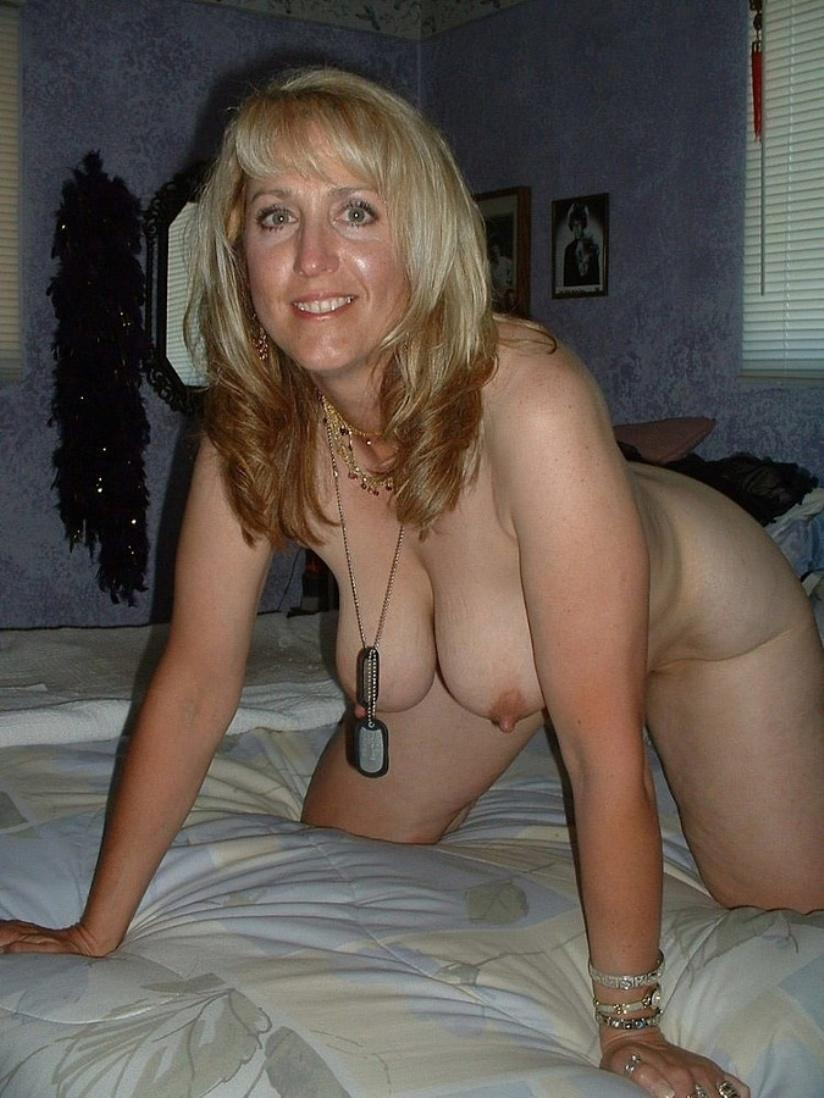 Naked Mature with huge boobs she is proud of them. Amateur Mature showing off her big natural tits