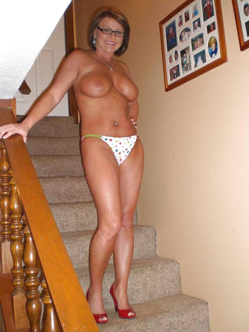 Big titted housewife gets rid of her bra on way to posing nude on stairs. Hot MILF takes off bra on the stairs to expose her boobs