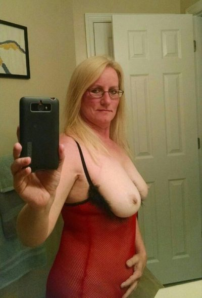 German Mature babe shows her great tits while taking mirror selfie. Big boobed amateur take selfie as she undresses