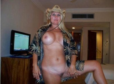 Big-boobied MILF shows off her big natural tits and bald pussy. Beauty amateur wife has wonderful big boobs