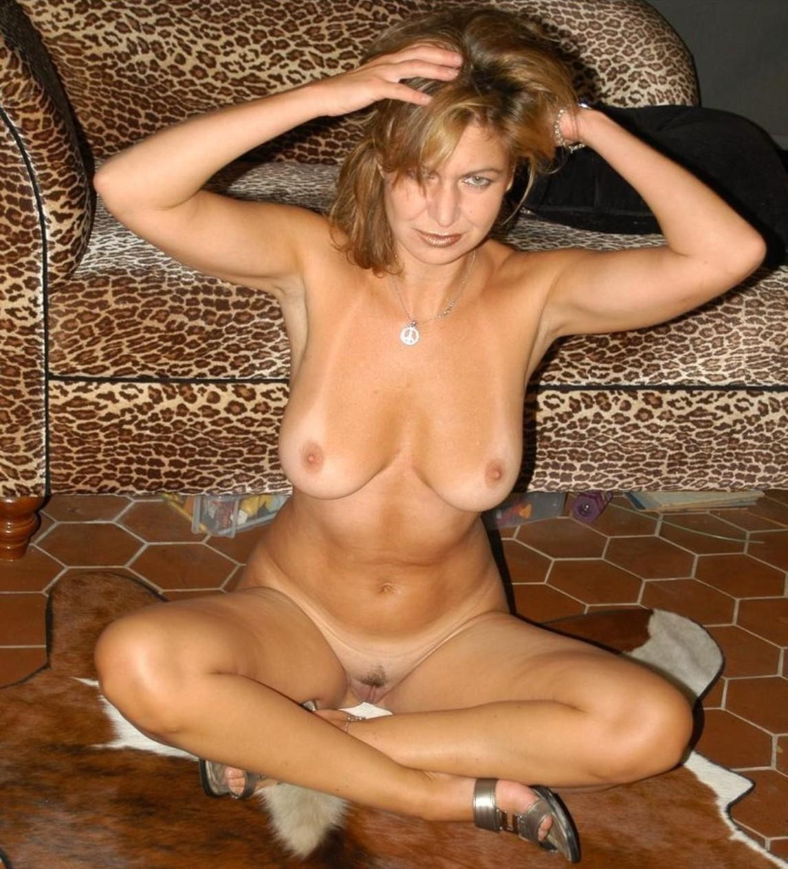 Mature babe unveiling large tits and nice pussy. Wife enjoys showing off her marvelous booty and big tits