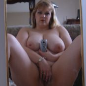 Amateur chubby Milf takes nude selfie in a mirror