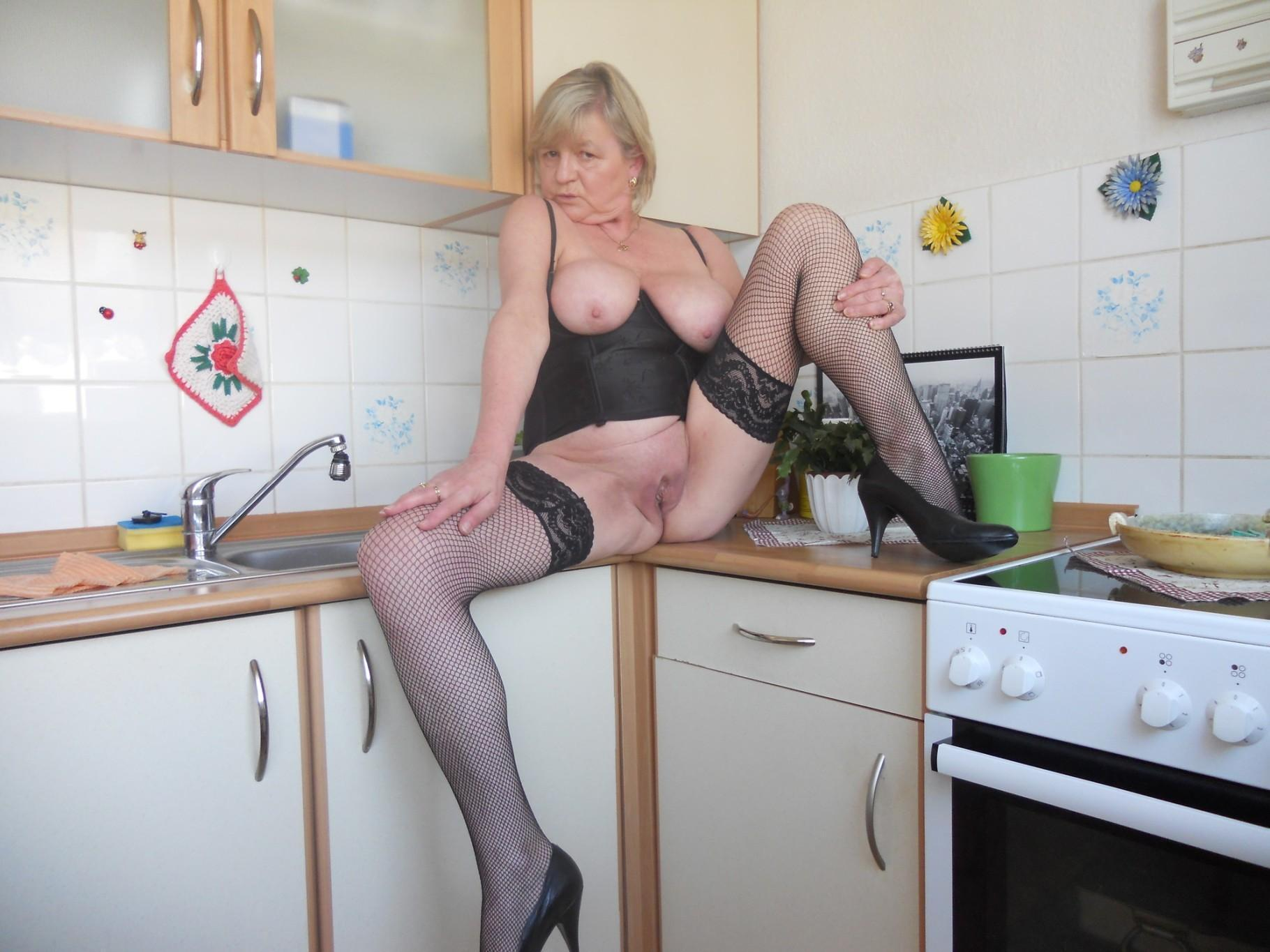 Blonde old women with shaved pussy strips and shows her cunt in the kitchen. Hot grannie exposes her saggy tits and bald twat