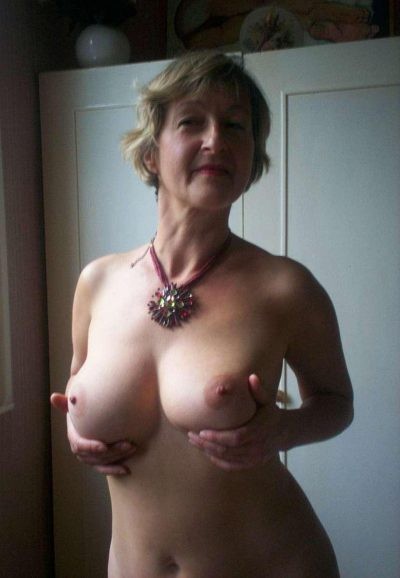 Amateur granny poses naked in front of the camera. Good looking Mature with natural boobs striping and exposing her body