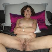 Mature granny spreading legs & posing naked