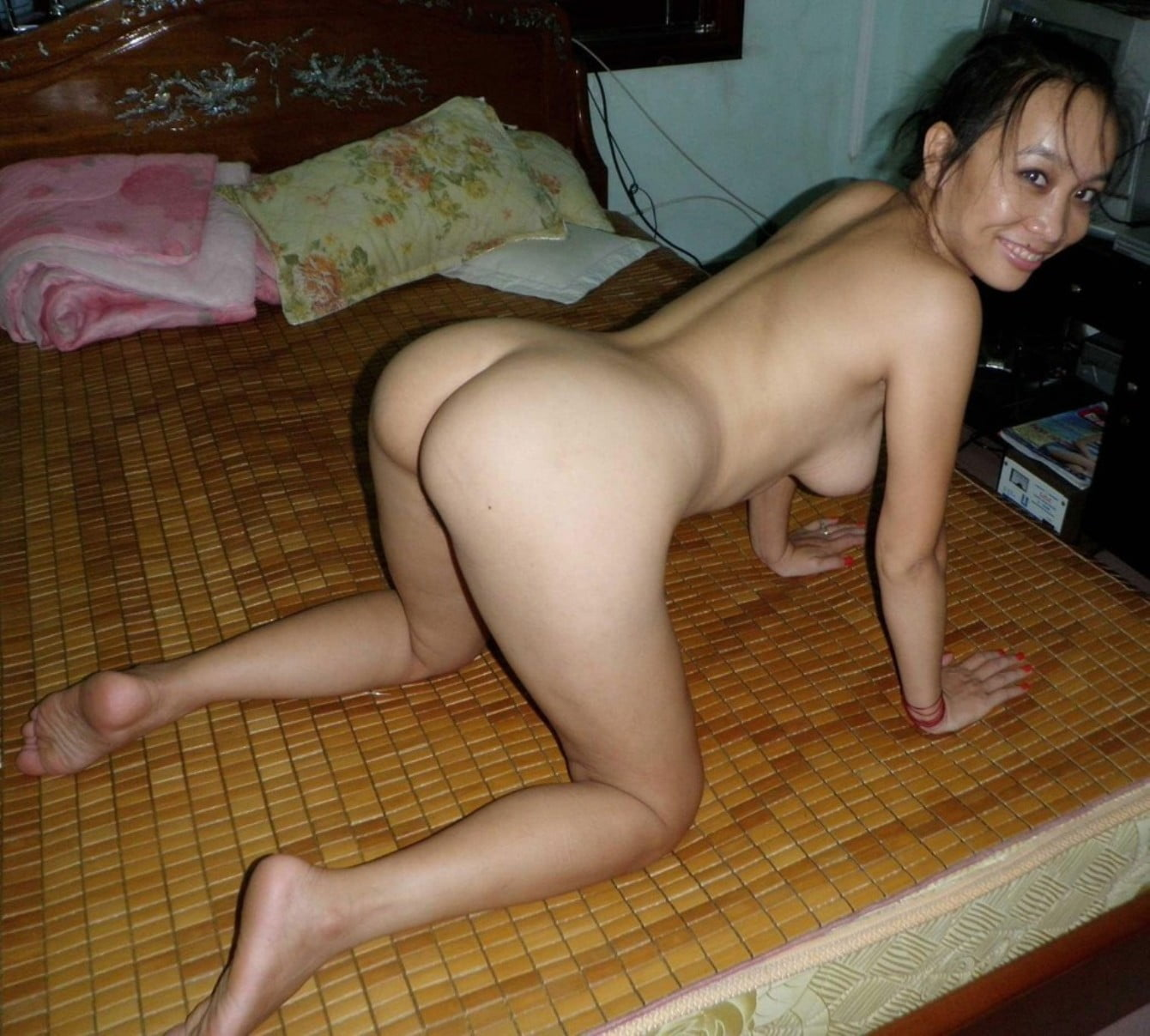 Indonesian Woman Showing Her Big Butt Nudemilfselfie Com