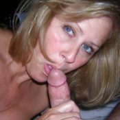 MILF amature gives a nice deep blowjob