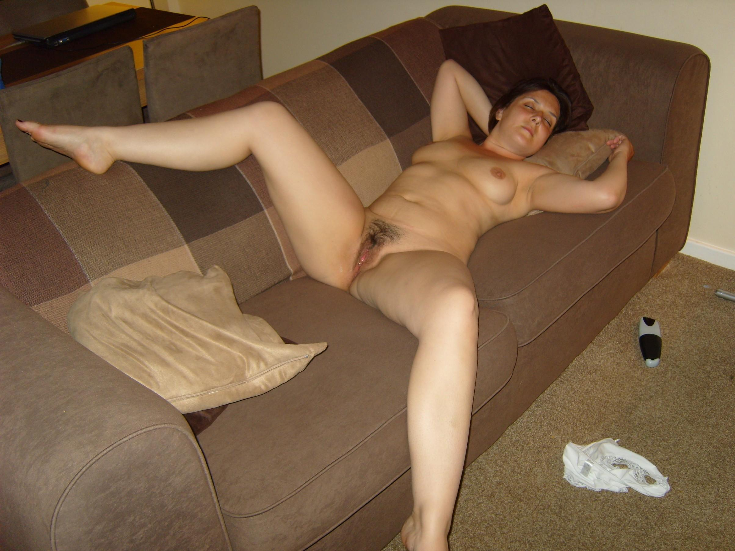 Sexy MILF spreads hairy pussy on the bed. Mature women proudly shows her beaver for nude picture. Amateur wife getting nude on her bed