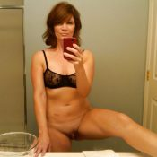 Awesome Milf bathroom pussy selfie
