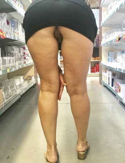 Mature women hikes her long dress up and over her pussy and ass. MILF lady up her black dress in public to flash her naked pussy while shopping