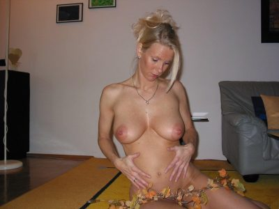Gorgeous Milf showing her hot curves at home. Housewife removes her clothes. Blonde amateur wife poses her perfect natural tits & toned body on the floor