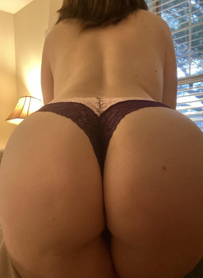 Naughty MILF presents her big heart shaped ass. This amateur wife poses in a doggy style position and shows off her juicy ass