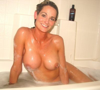 Nude Mommy exposing her great tits while bathing. Beautiful Milf shows her perfect tits in the bathtub