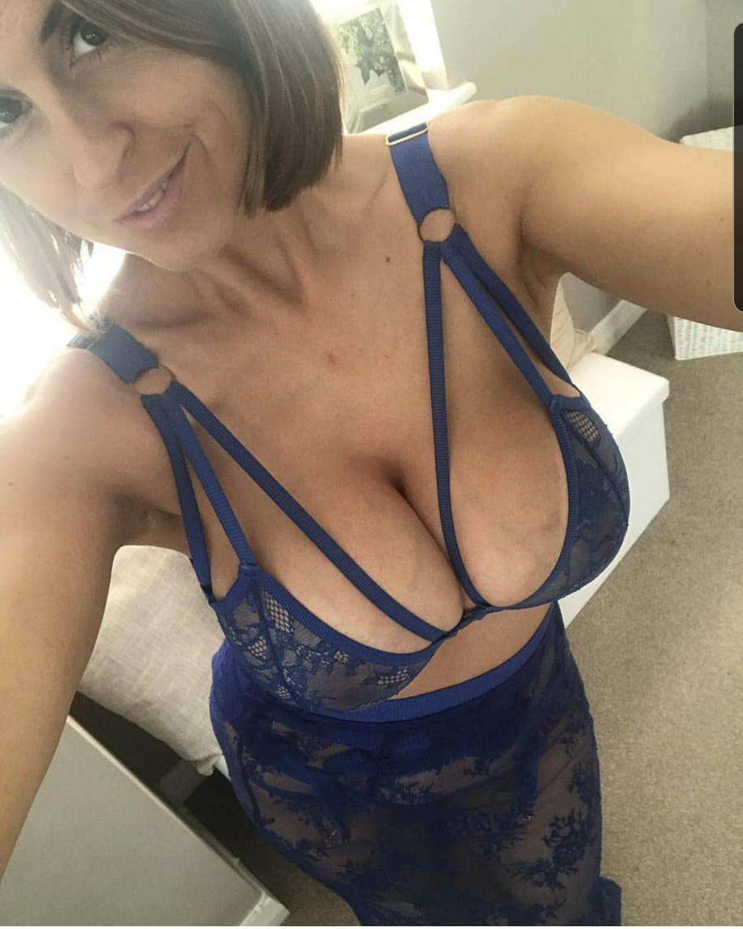 Sexy MILF takes non nude selfie while posing in hot lingerie. Hot and beautiful wife takes a self shot to capture her nice body in a erotic dress