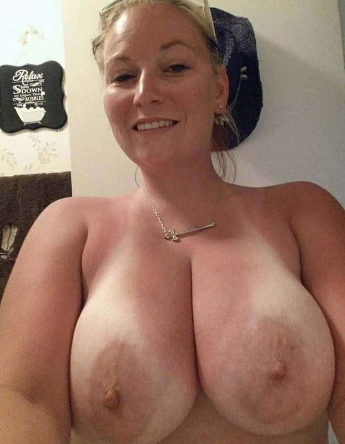 Busty MILF bares her big boobs during selfie action. Cute mature babe with delicious boobs presents her hot homemade selfshot photo