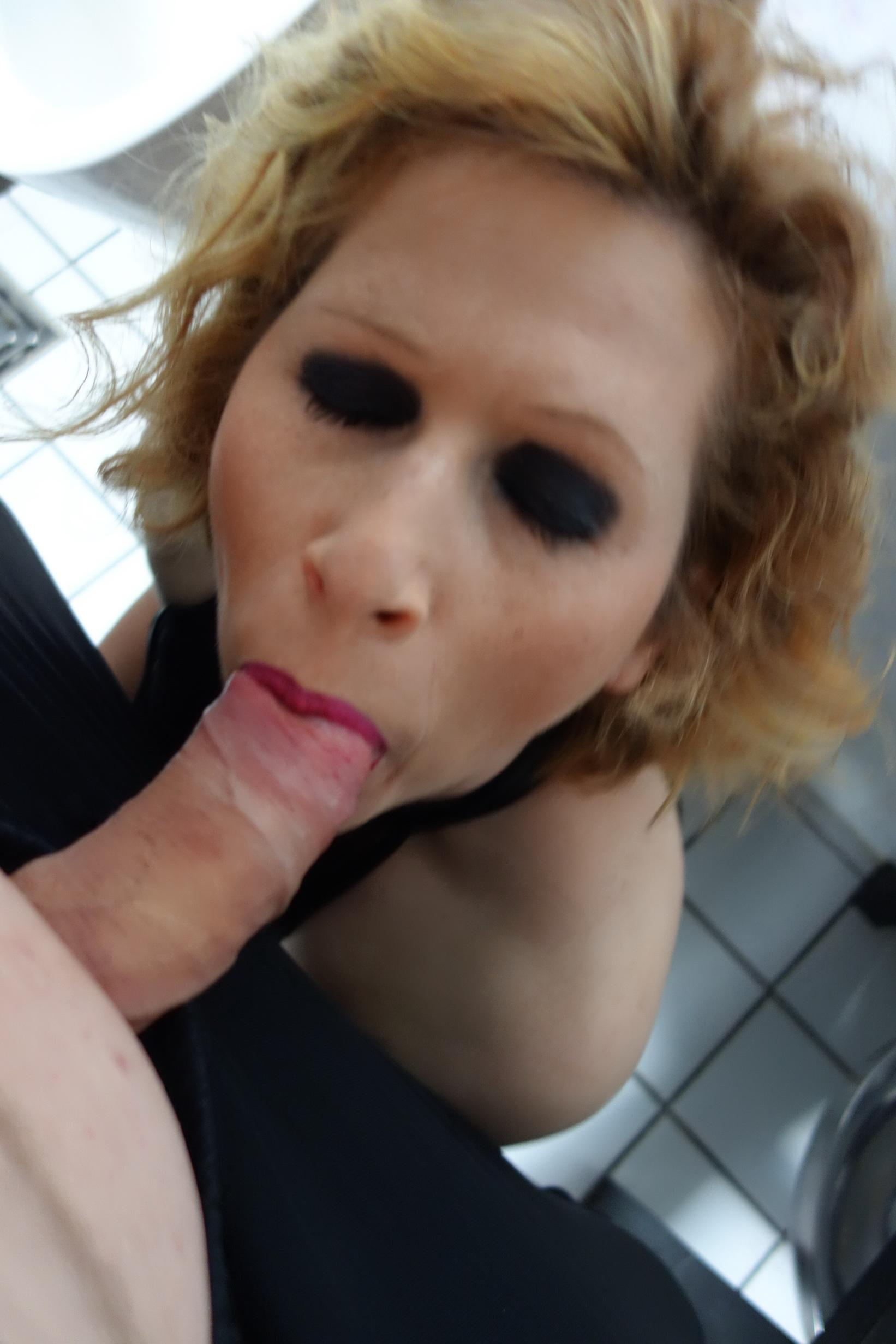 Horny mom enjoys the taste of a huge cock on sex pic. Sweet amateur MILF gives an amazing blowjob in the bathroom