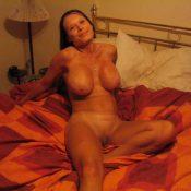Glamorous MILF show perfect boobies