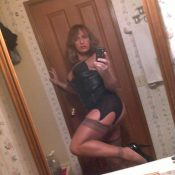 Milf in lingerie takes sexy self shot
